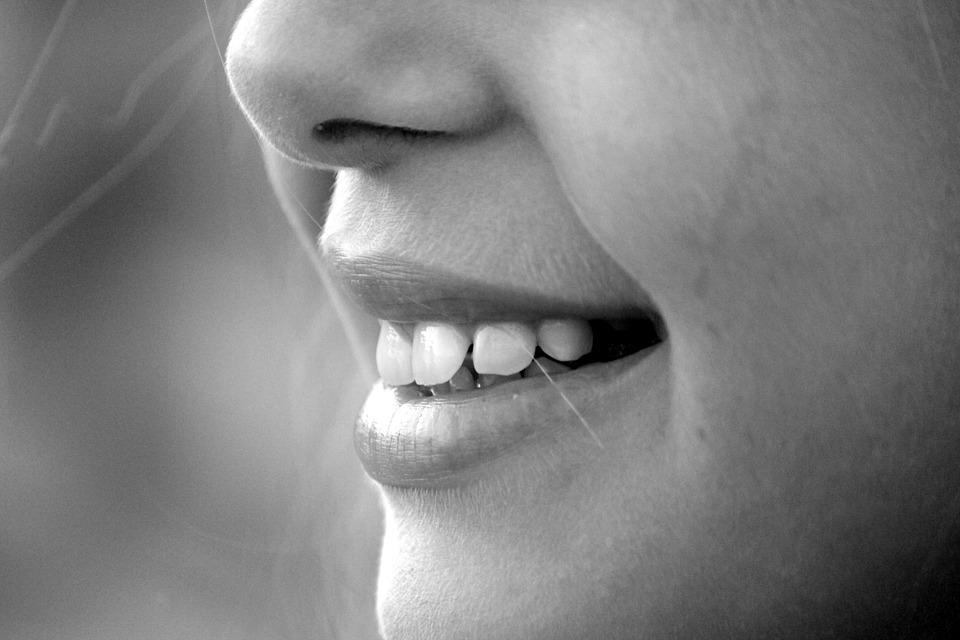 Come evitare le carie? Ecco 4 cibi da non mangiare