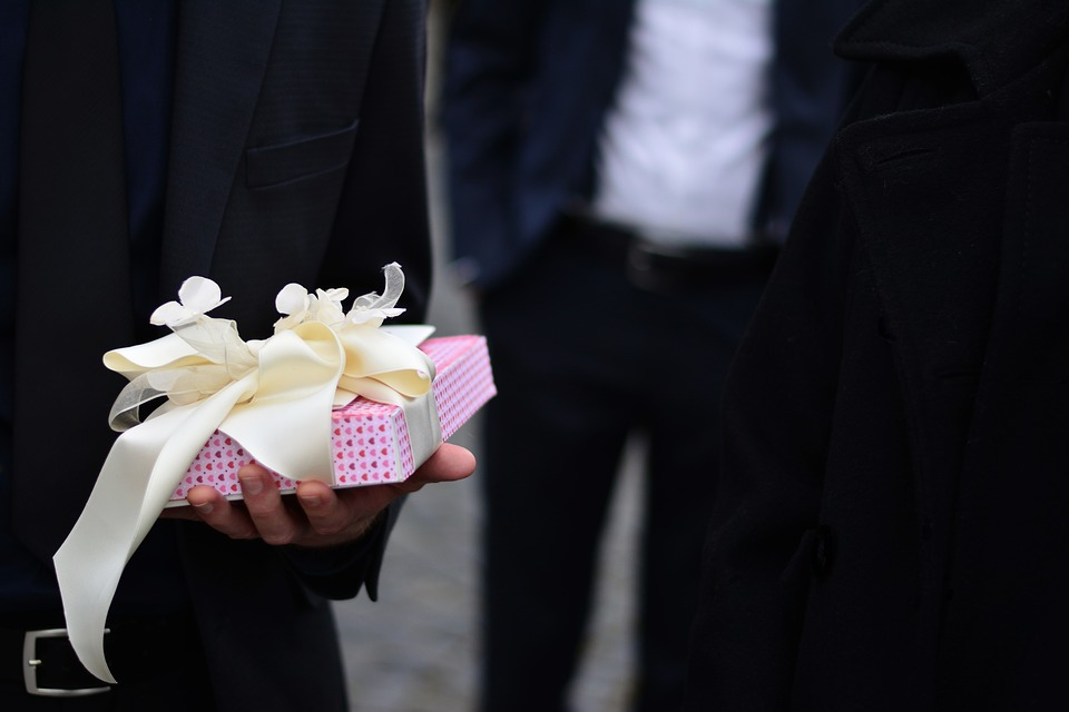 Cosa deve regalare il marito alla sposa il giorno delle nozze